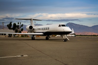 Stratos Jets explains the differences between dry leasing and wet leasing an aircraft