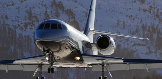 Falcon 2000 Private Jet Charter Preparing to Land