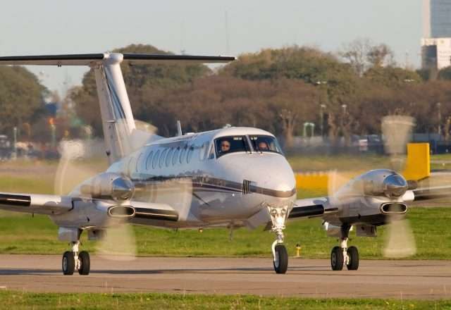 Beechcraft-King-Air-300-1