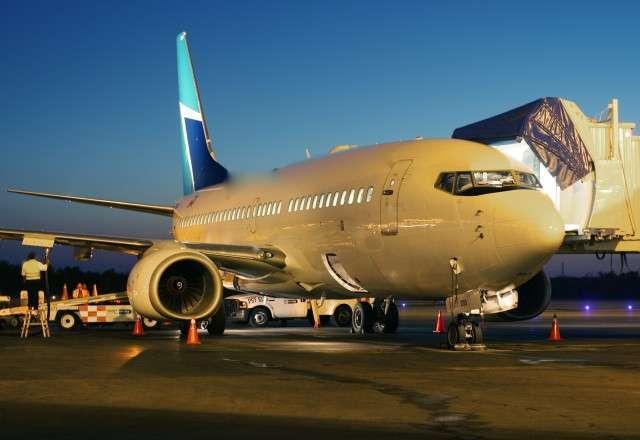 Boeing 737-700 jet charter