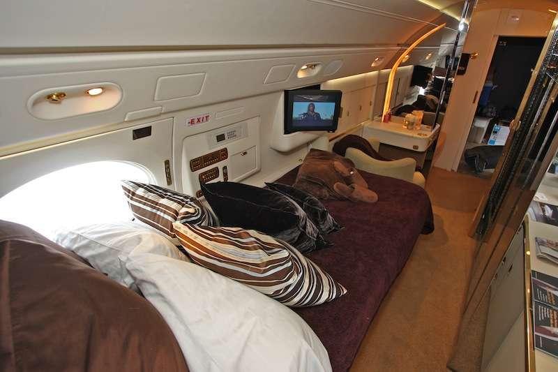 Gulfstream v charter flights stratos jet charters for Gulfstream v bedroom
