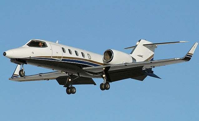 Book Lear 31 Private Jet
