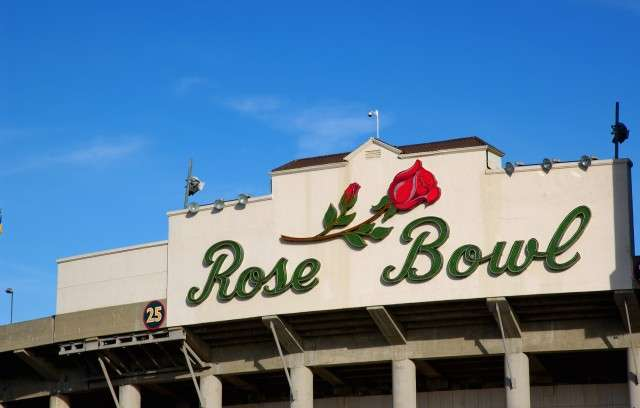 rose bowl_air charter services