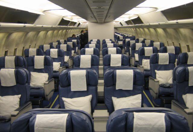 Boeing_767-200_cabin_interior